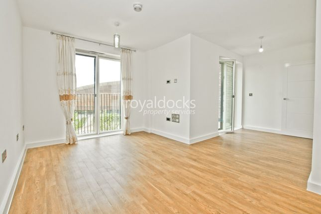 1 bed flat to rent in Park View Mansions, Stratford E20