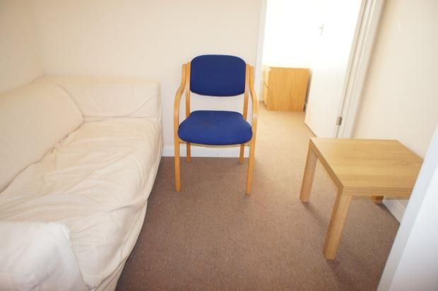 2 bed flat to rent in Whitechapel Road, London