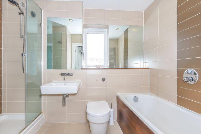 Bathroom of Palmerston House, 3 Aran Walk, Reading, Berkshire RG2