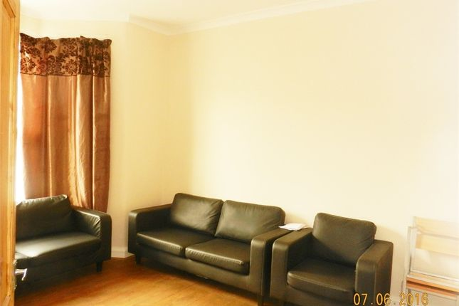 Thumbnail Flat to rent in Empress Avenue, Ilford, Essex