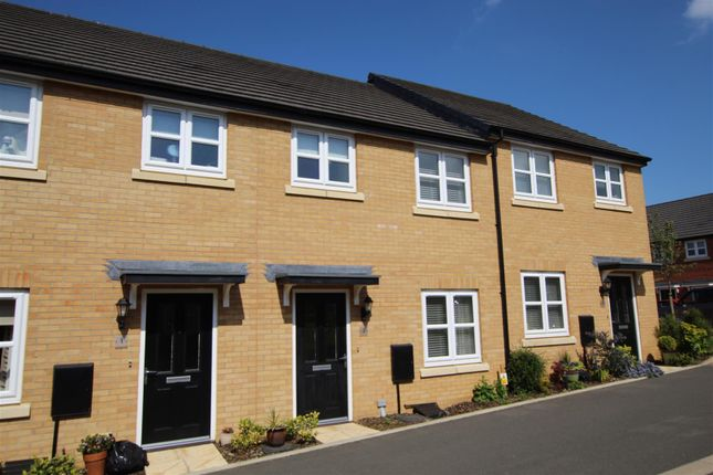 3 bed terraced house to rent in Blackcurrant Grove, Rushden, Northants NN10