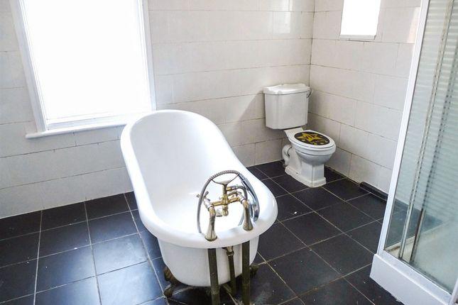Grange road hartlepool ts26 6 bedroom terraced house for for Best bathrooms hartlepool