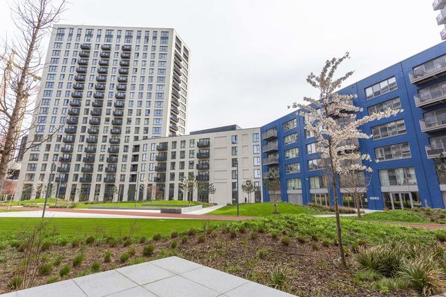 Thumbnail Flat for sale in Orchard Place, London