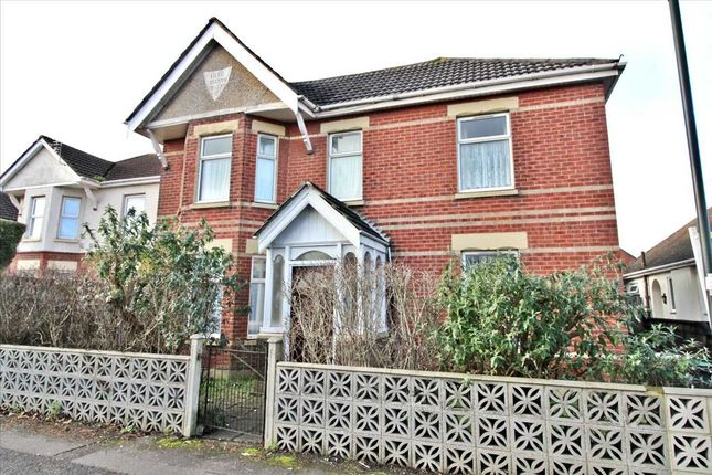 4 bed property to rent in Boundary Road, Bournemouth BH10