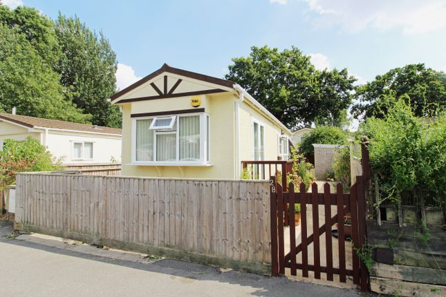 Thumbnail Mobile/park home for sale in Lyndene Road, Foxhall Manor Park, Didcot