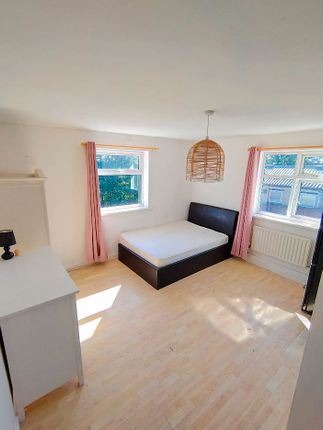 Room to rent in Balby Road, Doncaster DN4