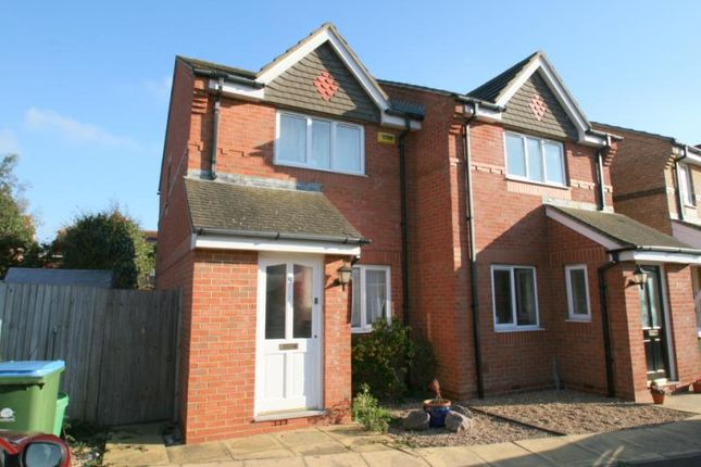 Thumbnail Property to rent in Lilac Close, Littlehampton
