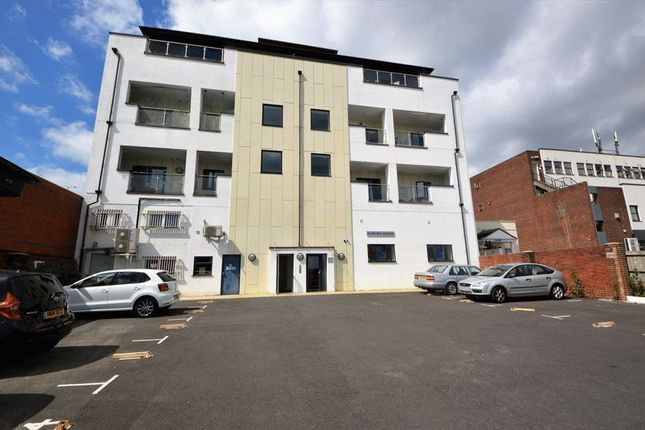 Thumbnail Flat to rent in Curzon Road, Waterlooville