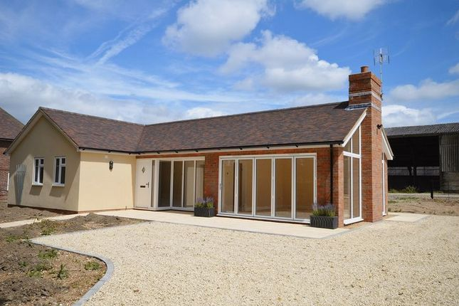 Thumbnail Detached bungalow to rent in London Road, Wendover, Aylesbury