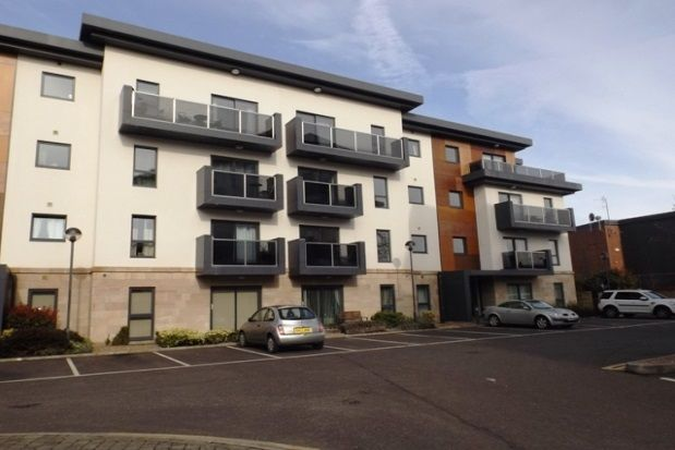 2 bed flat to rent in Hall View, Chatsworth Road, Brampton