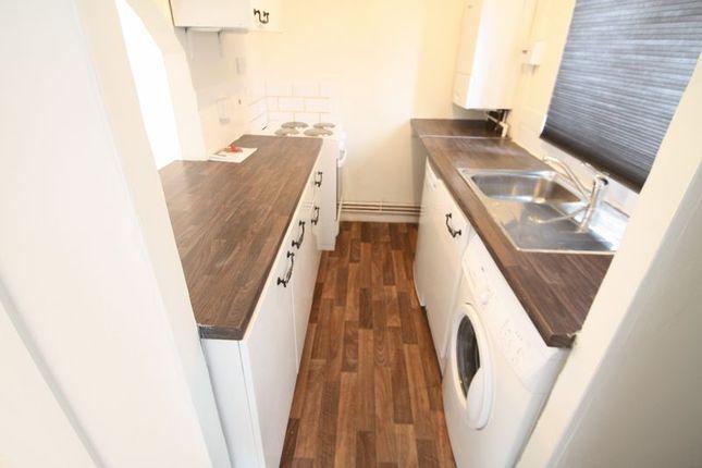 Thumbnail Flat to rent in Parkwood Drive, Hemel Hempstead