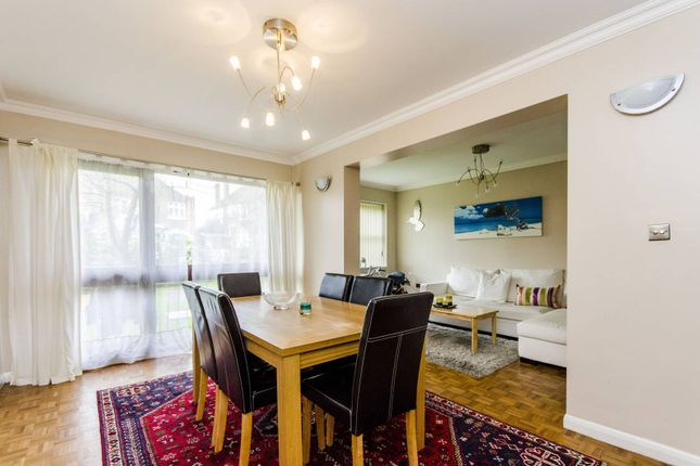 2 bed flat to rent in Chatsfield Place, Ealing