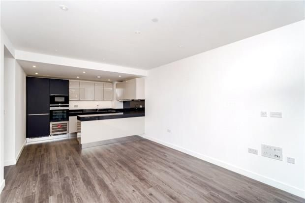Thumbnail Flat to rent in Kingwood House, 1 Chaucer Gardens, London