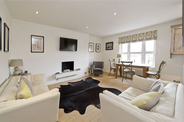 Thumbnail Flat for sale in St James's Gardens, London