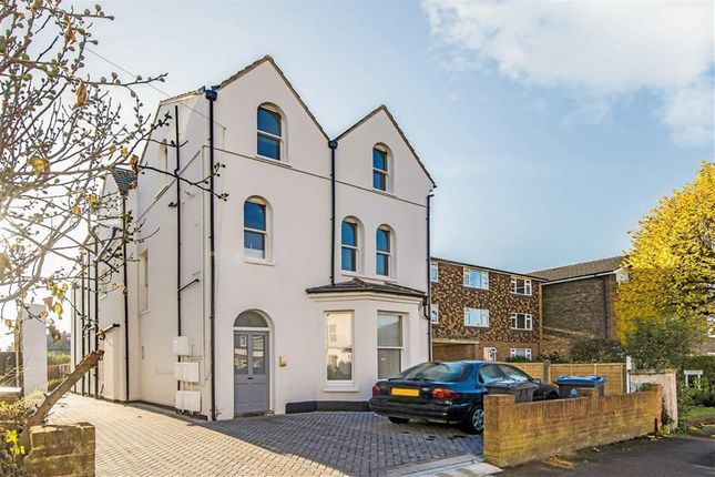 3 bed flat for sale in Lime Grove, New Malden