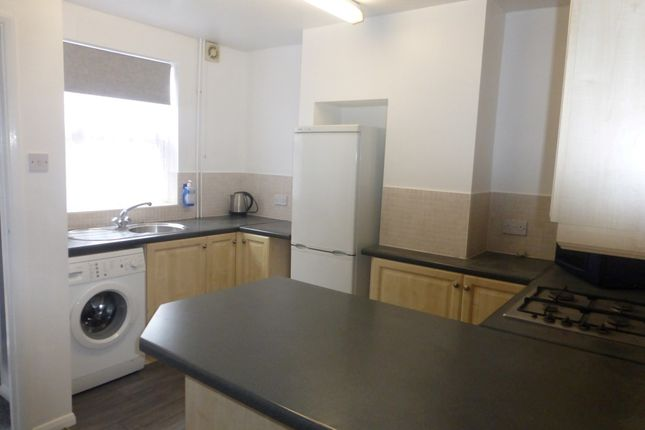 Thumbnail Maisonette to rent in High Street South, Dunstable