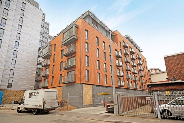 Thumbnail Flat to rent in Railway Terrace, Slough