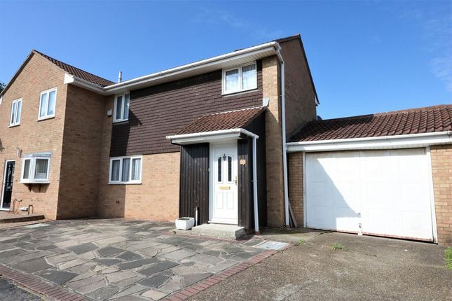 3 bed terraced house to rent in Coltsfoot Court, Grays RM17