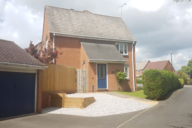 3 bed semi-detached house to rent in Pound Way, Southam, Warwickshire
