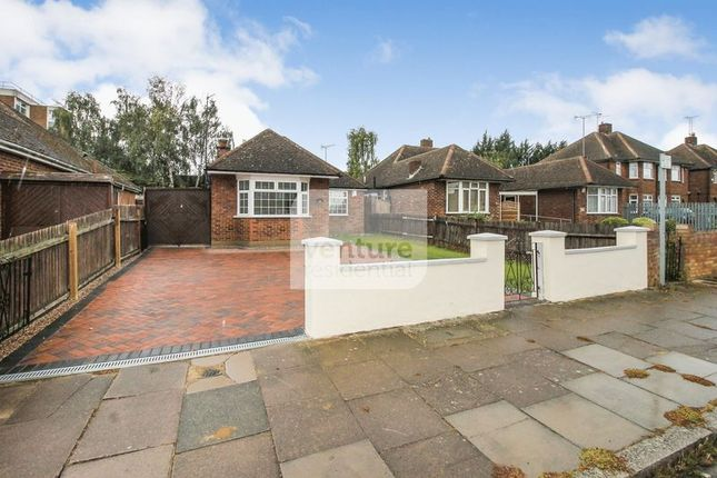 Thumbnail Bungalow for sale in Faringdon Road, Luton