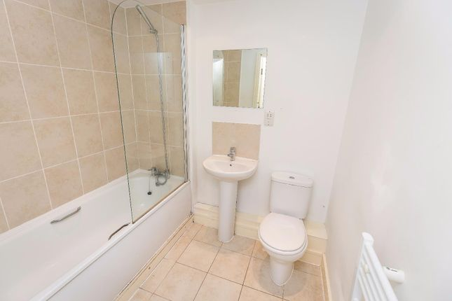 Sefton Bathroom of 71 Sefton Street, Toxteth, Liverpool L8