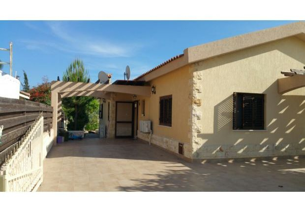 3 bed detached bungalow for sale in Akrounta, Limassol, Cyprus