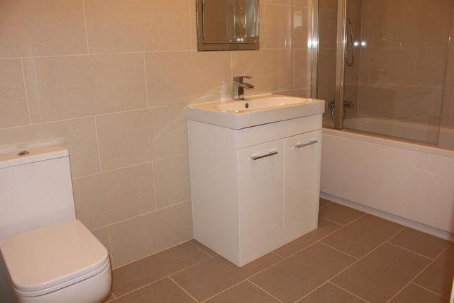 Family Bathroom of The Vale, Heston TW5