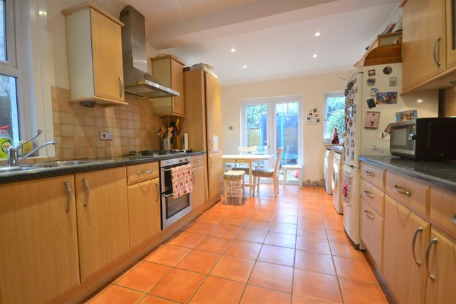 4 bed property to rent in Newton Road, London