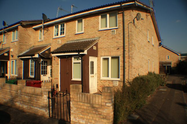 Thumbnail Semi-detached house to rent in The Hawthorns, Colnbrook, Berkshire
