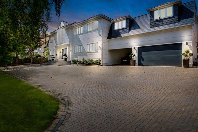 Thumbnail Detached house for sale in Tolmers Road, Cuffley, Potters Bar