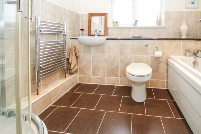 Family Bathroom of Troon Gardens, Glasgow G68