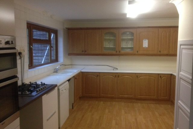 3 bed semi-detached house to rent in Thatches Grove, Romford