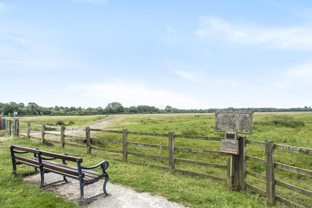 Field View of Godstow Road, Wolvercote OX2