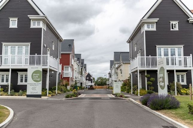 1 bed flat for sale in Eastport Apartment, Sunapee Road, Green Park Village, Reading RG2