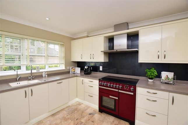 Thumbnail Detached house for sale in Grosvenor Close, Horley, Surrey