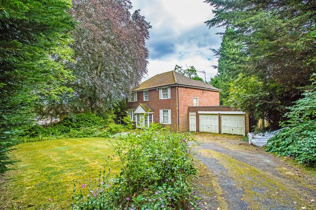 House-Hollymeoak-Road-Chipstead-1001