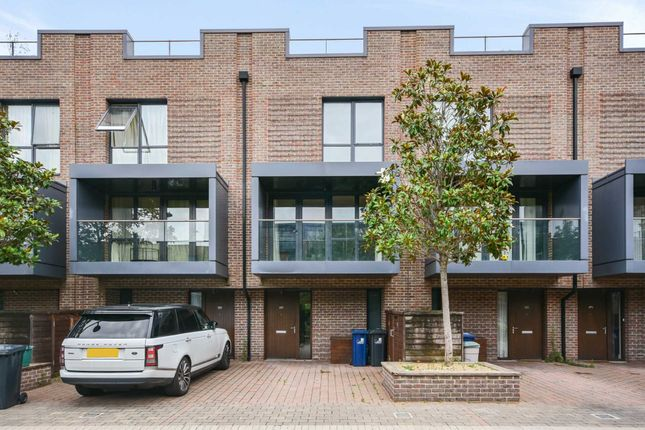 Thumbnail Town house to rent in Sir Alexander Road, London