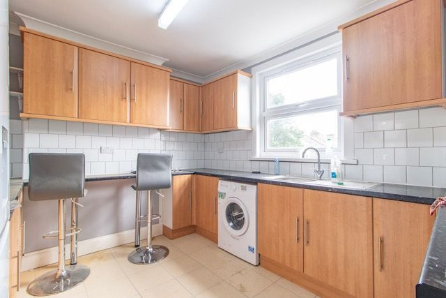 Thumbnail Terraced house to rent in Romford Rd, Stratforf