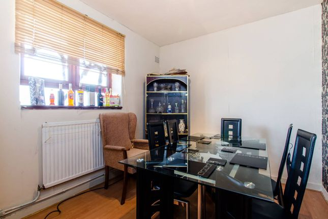 Thumbnail Flat for sale in Poynders Gardens, Clapham