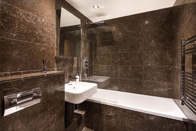 Bathroom of Arthur Court, Notting Hill, London W2