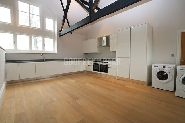 Thumbnail Flat to rent in The Ridgeway, London