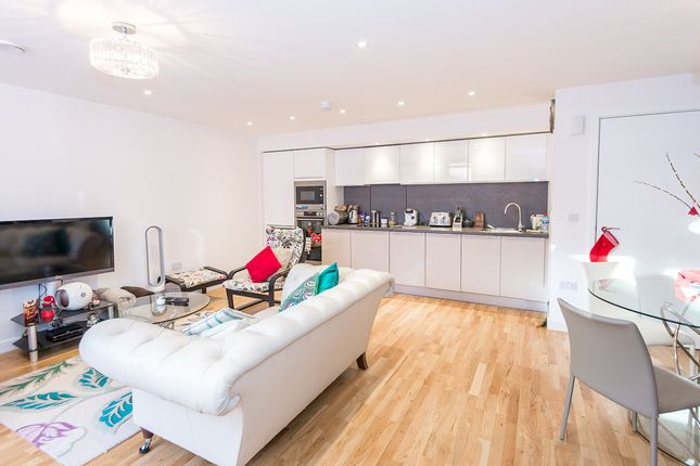 3 bed semi-detached house to rent in Baltic Avenue, Brentford