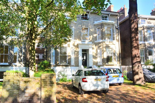 2 bed flat to rent in St Johns Park, London SE3