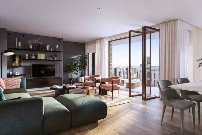 Thumbnail Flat for sale in Phoenix Place, London