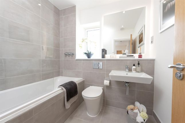 Family Bathroom of Compass Fields, Watford WD19