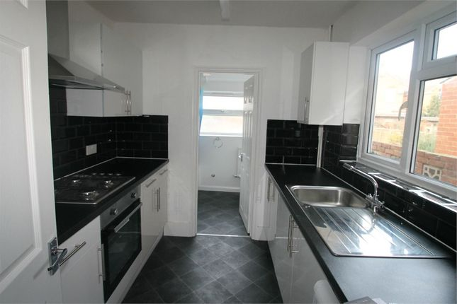 Terraced house to rent in Shaftesbury Road, Reading