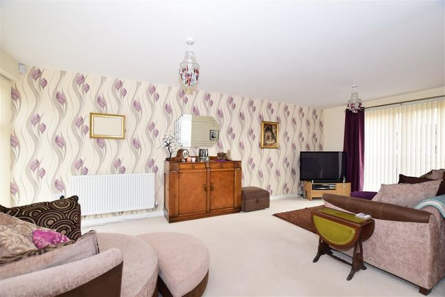 Thumbnail Town house for sale in Beadsman Crescent, West Malling, Kent