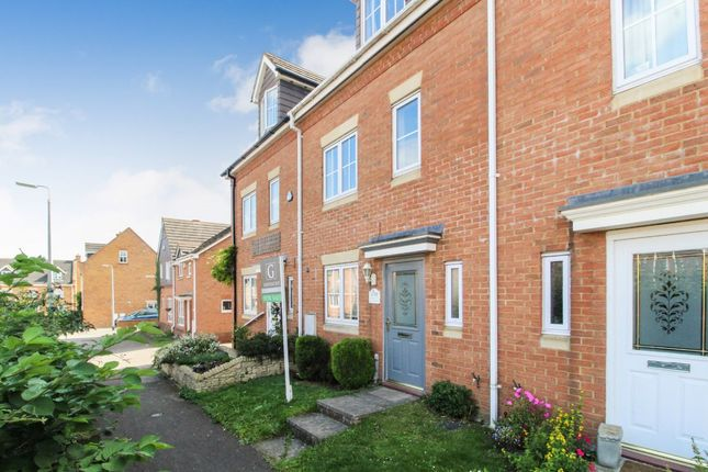 Thumbnail Town house to rent in Moat Farm Close, Marston Moretaine, Bedford