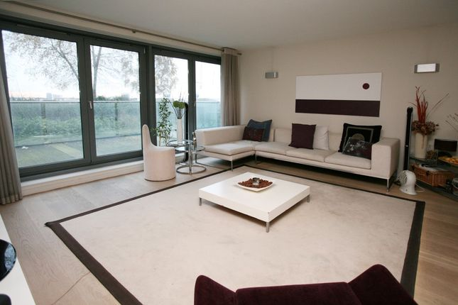Flat to rent in Ravenscroft Court, Essian Street, Mile End, London