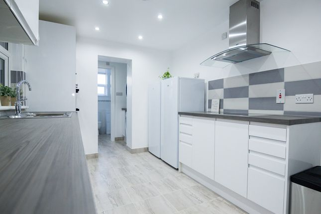 Thumbnail Shared accommodation to rent in East Street, Gillingham